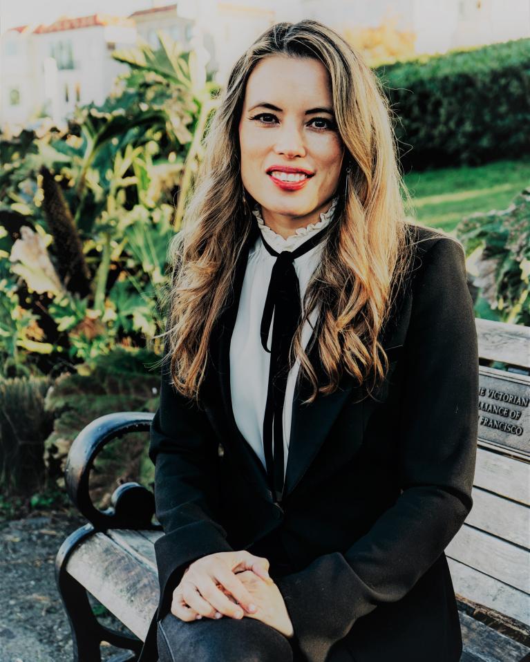 Erin Francis-Cummings Headshot